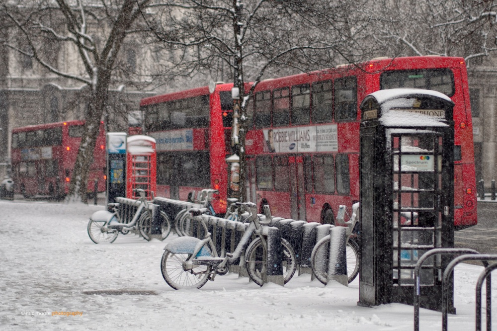 London buses under heavy snow